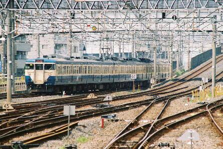 京葉線終着駅でもあるが、内房線、外房線の特急列車が定期的に発着をしている。